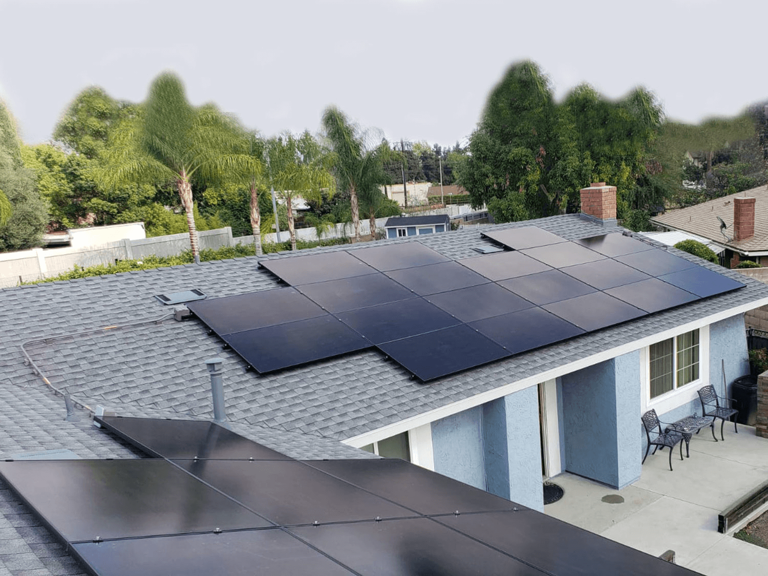 Energy-Efficient-Solar-Panels-on-the-roof
